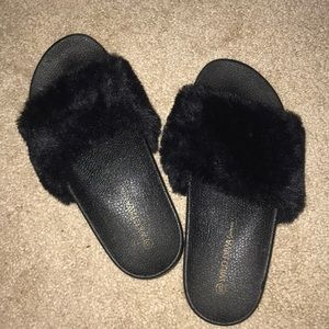 Shoes - Fluffy Sandals